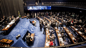 Senado mais corrupto da história aprova emenda de congelamento dos gastos públicos