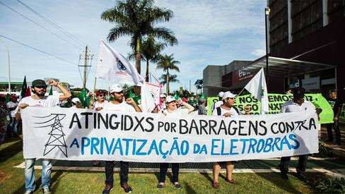 """""""Cinco motivos para lutar contra a privatização da Eletrobras"""""""