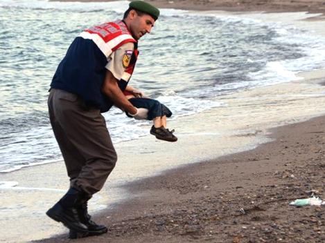 """""""Crise dos Refugiados: a natureza genocida das intervenções de EUA/OTAN"""""""
