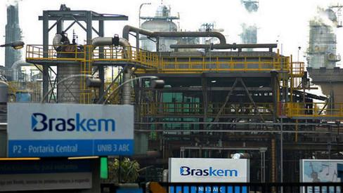 A entrega da Petrobras avança a passos largos