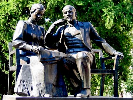 """Krupskaia: """"O que o professor deve dominar para ser um bom educador soviético"""""""