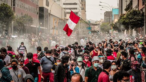 Crise política no Peru em meio às disputas entre as classes dominantes
