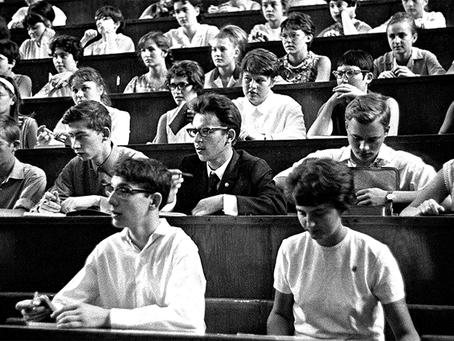 """""""Os Estudantes Soviéticos"""""""