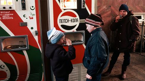 """""""Revisionistas soviéticos: vendedores sórdidos da cultura ocidental reacionária"""""""