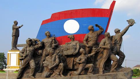 """""""O povo laosiano caminha sobre as ondas da vitória"""""""