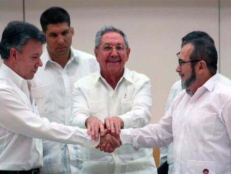 """""""O abandono das armas pelas FARC é um processo para desarmar o povo colombiano!"""""""