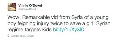 """""""Wow. Vídeo marcante da Síria de um jovem garoto fingindo lesões duas vezes para salvar uma garota: o regime sírio ataca crianças."""""""