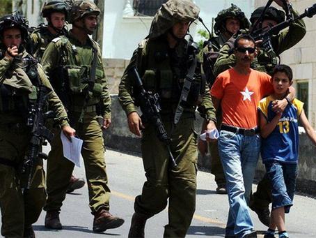 """""""400 crianças palestinas presas em prisões israelenses"""""""