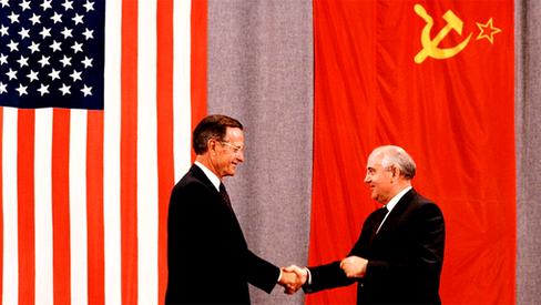 """Martens: """"O Trotskismo a serviço da CIA contra os países socialistas"""""""