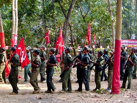 """""""Unir para derrotar as forças Hindu-fascistas usando todas as formas de luta!"""""""