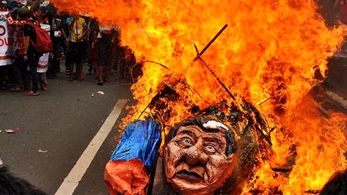 """""""Colocar fim à ditadura de Duterte nas Filipinas"""""""