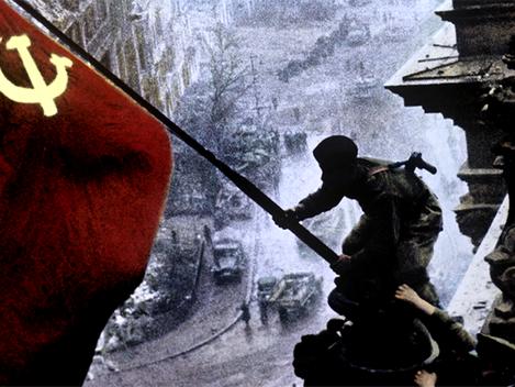 """""""A bandeira vermelha sobre Berlim: entendendo a história por trás da foto"""""""