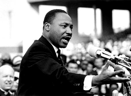 """""""Em apoio à luta afro-americana contra a repressão violenta"""""""