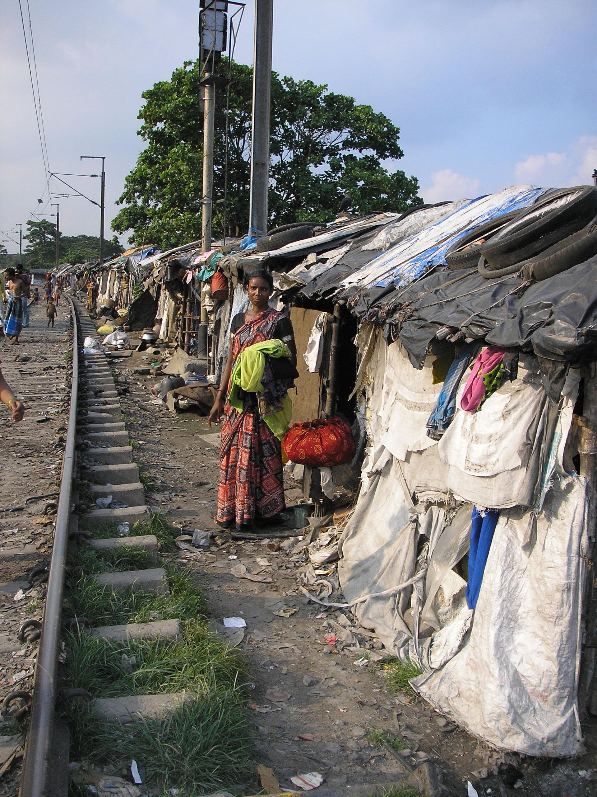 Calcutta - Slum lungo le rotaie