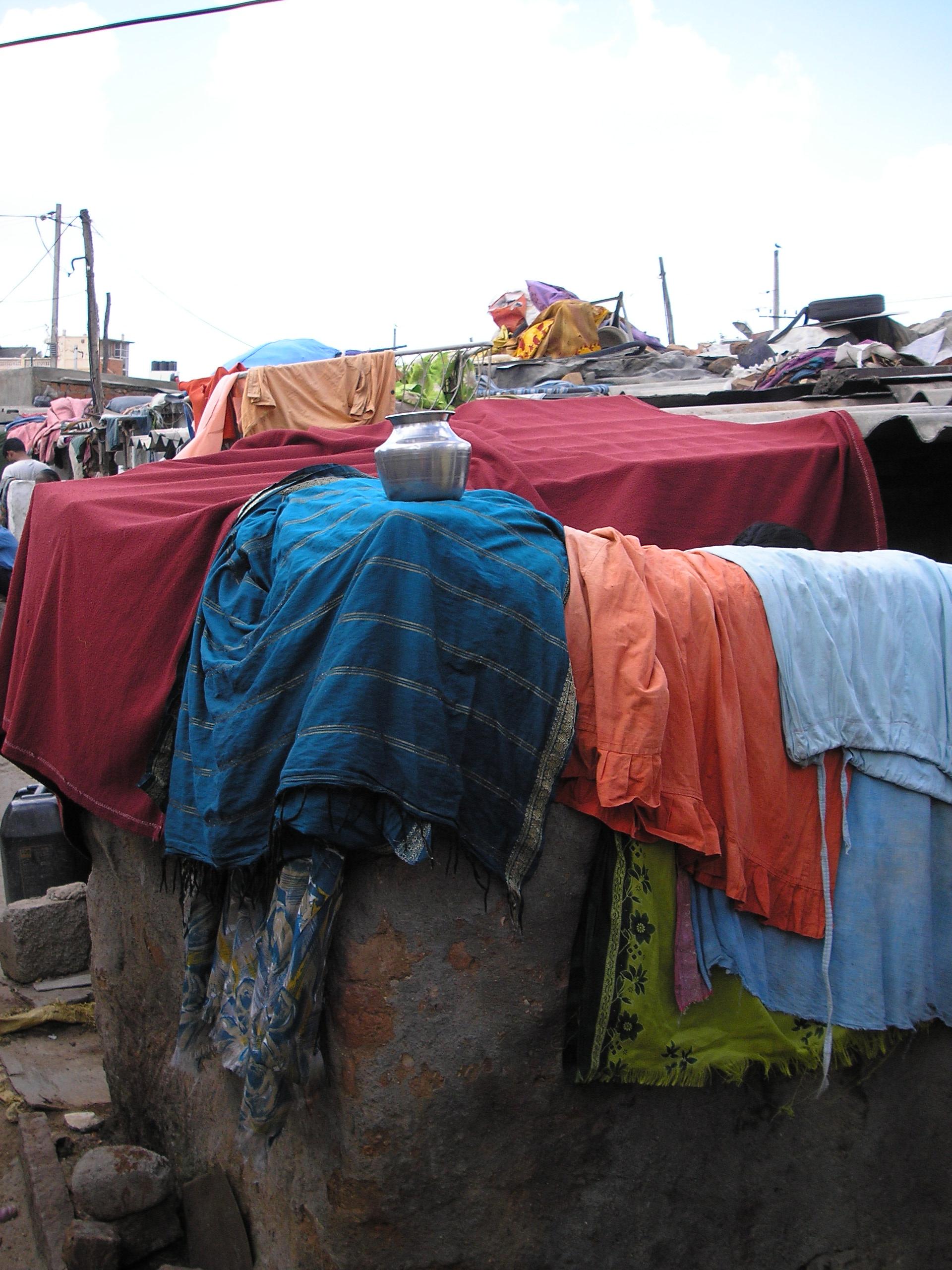 Slum di Bangalor - Tele stese