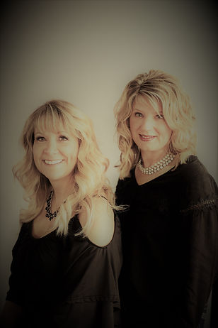 Très Chic was founded in 2013 by Sandy Hanson & Annette Wolff.