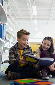Tonåringar i biblioteket