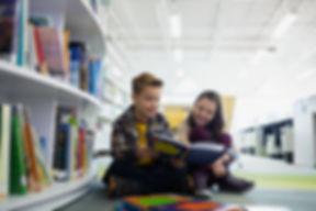 Подростки в библиотеке