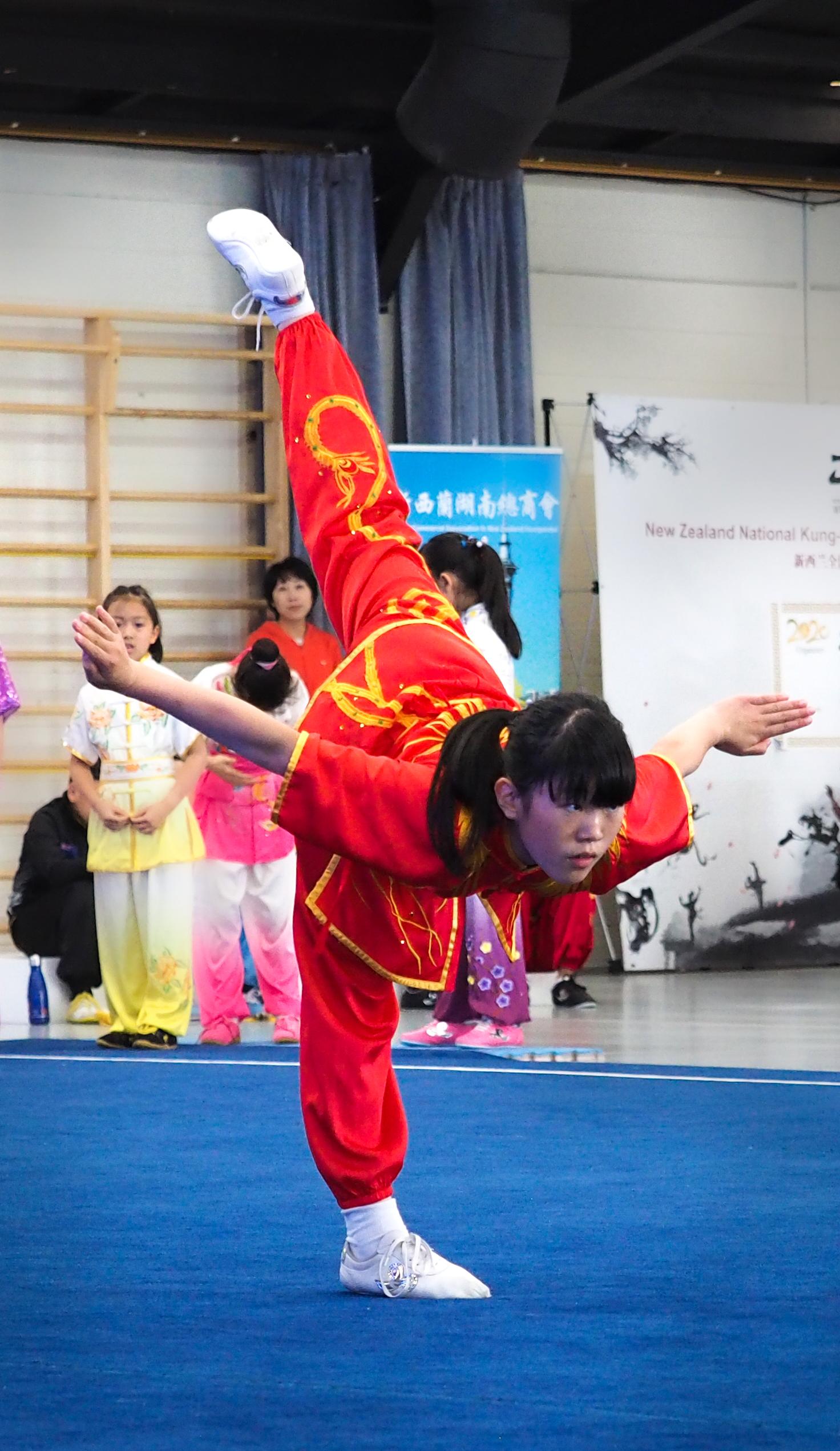 Amber Zhou - balance, wushu