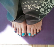 yoga feet: Toes spread out on a Yoga mat.