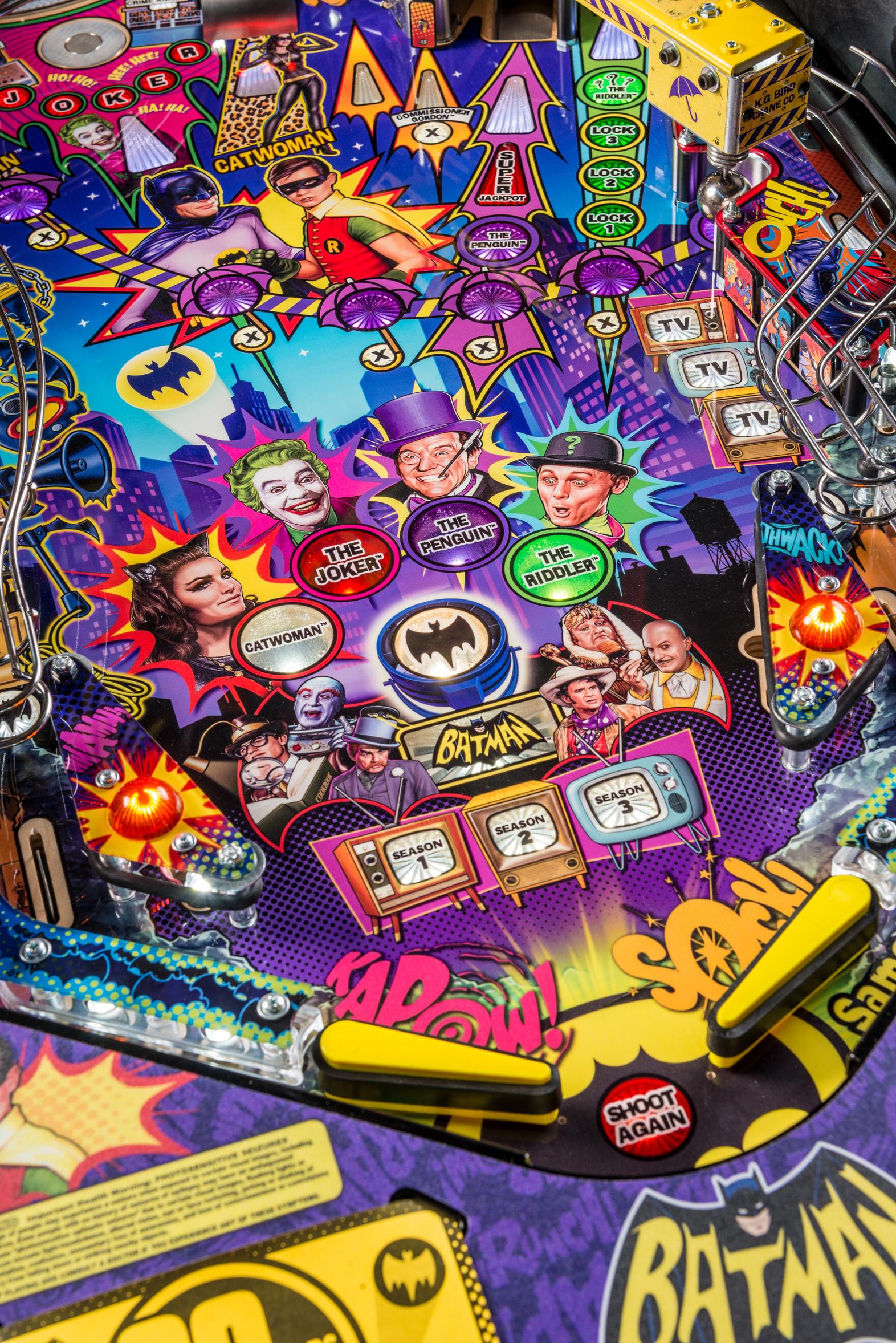 Batman66Premium-Detail-008