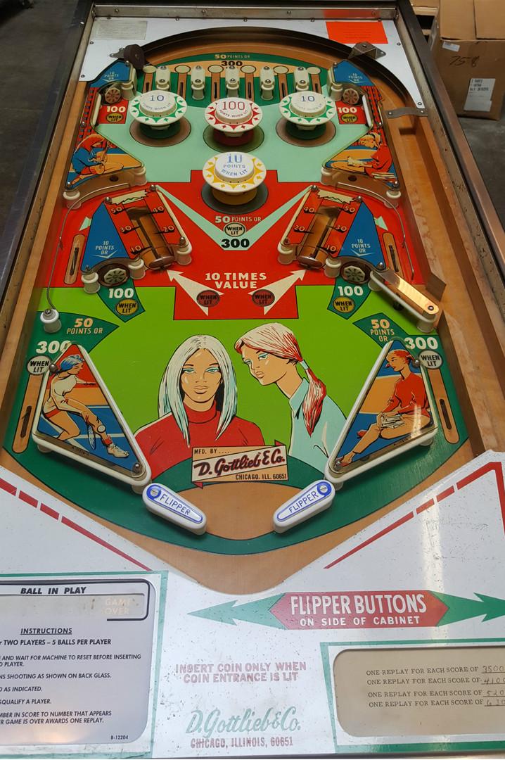 College_Queens-pinball-machine-02.jpg