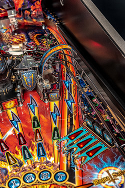 Black-Knight-Pro-Pinball-Machine-08