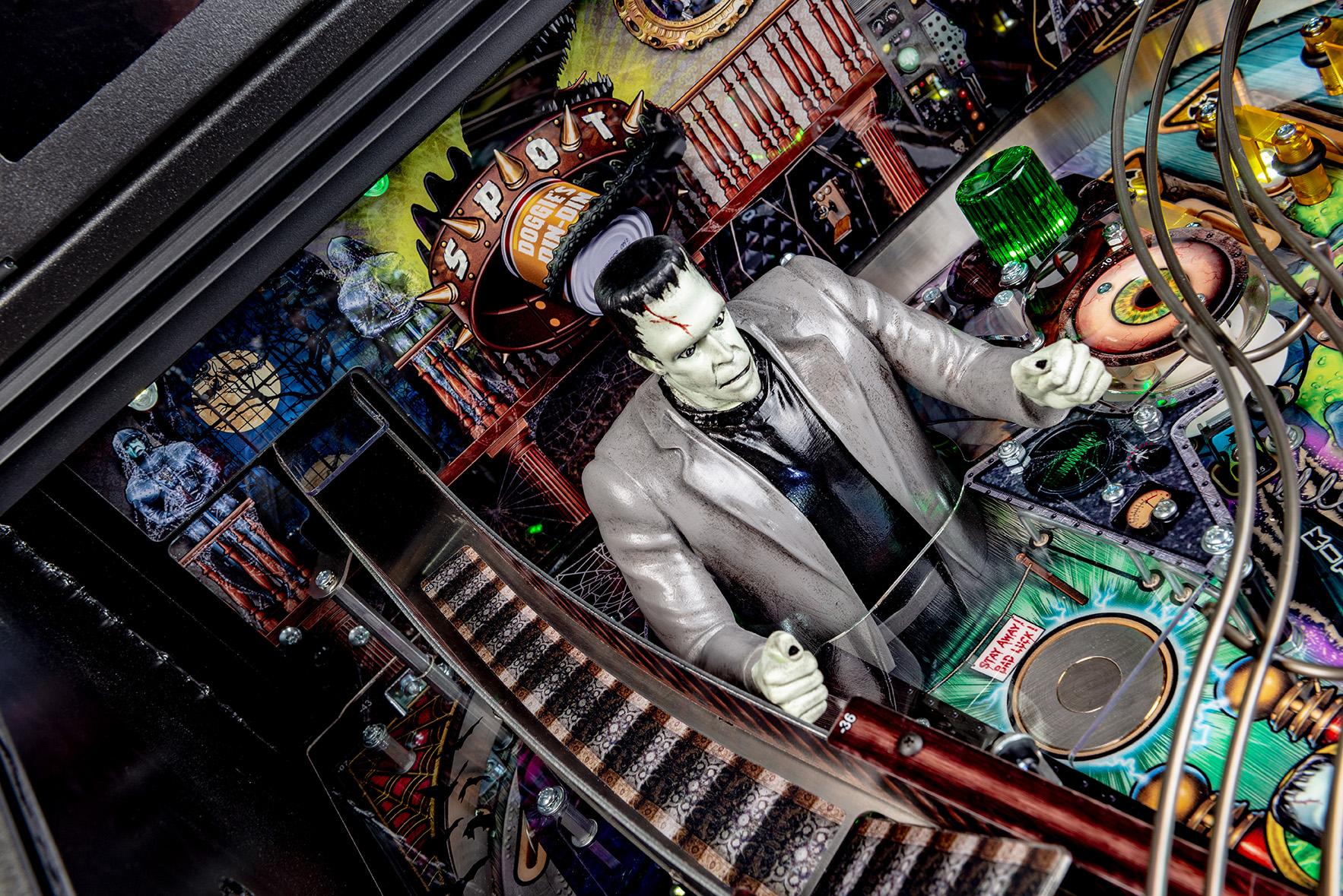 Munsters-Pinball-Pro-Details-09