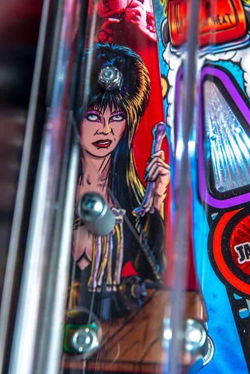 Stern-Pinball-Elvira-Premium-Details-15.