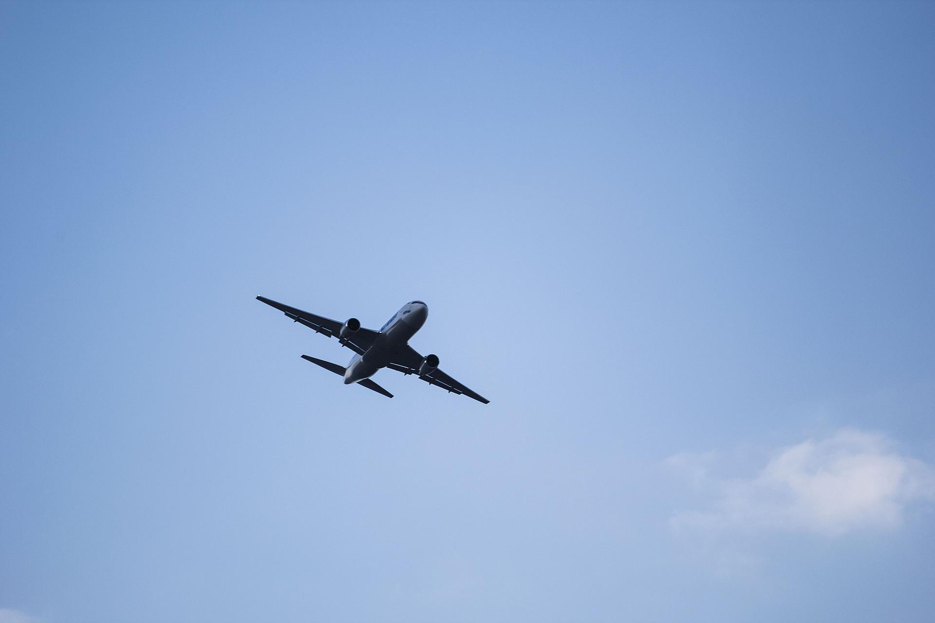 plane-1712737_1920.jpg