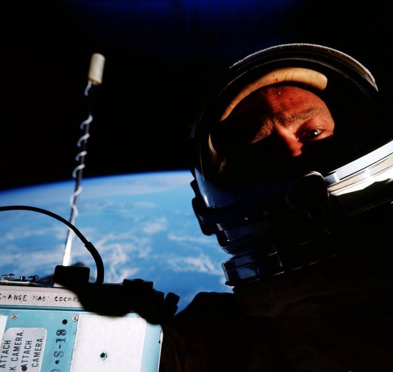 Buzz_Aldrin_Selfie.jpg