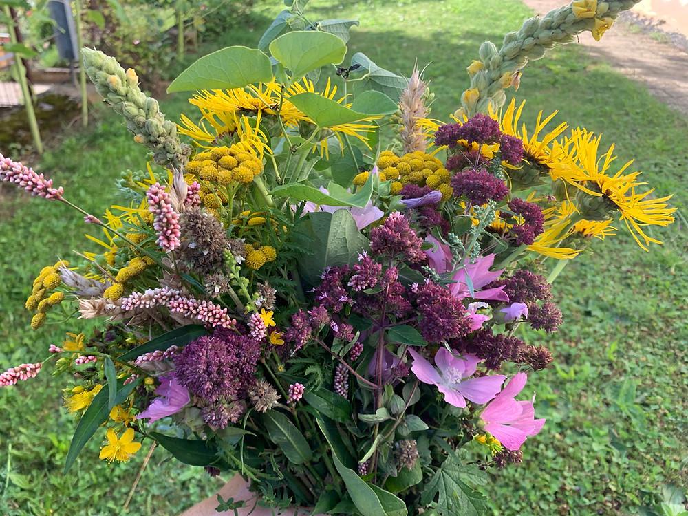 Würzbüschel, mit Dost, Tausendgüldenkraut, Ähren, Blutströpfchen, Eberraute, Adonis, Österliche Zeit