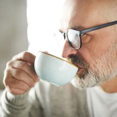 適度な量のコーヒーは飲んだ方がいい、最新の研究