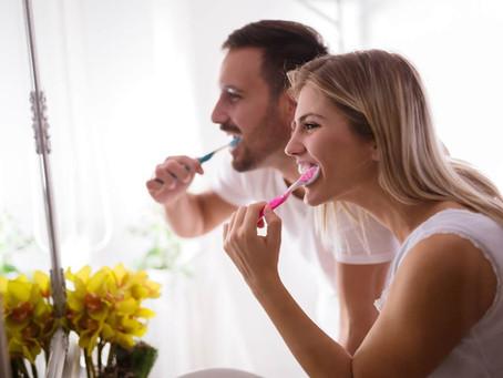 Você sabe por que é necessário trocar suas escovas de dentes a cada três meses?