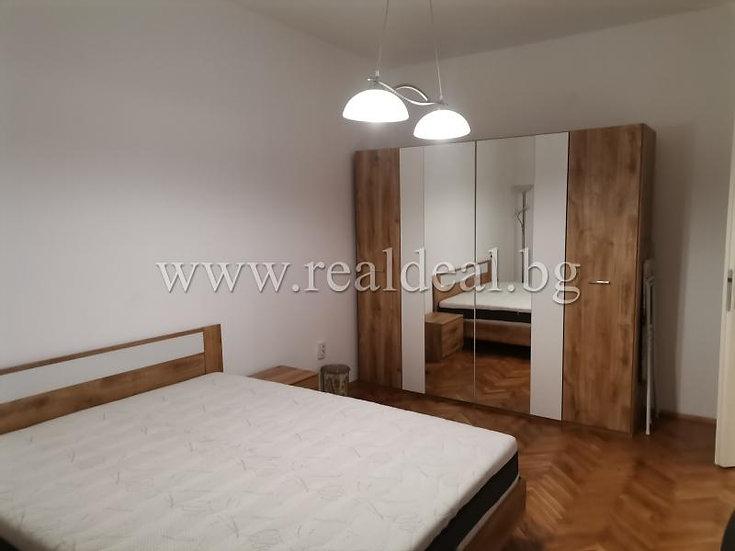Двустаен апартамент (80м2) под наем в центъра на София