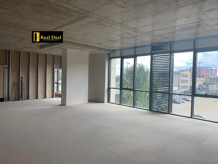 Офис етаж в луксозна офис сграда до мол Парадайс, кв. Хладилника, 1076m2