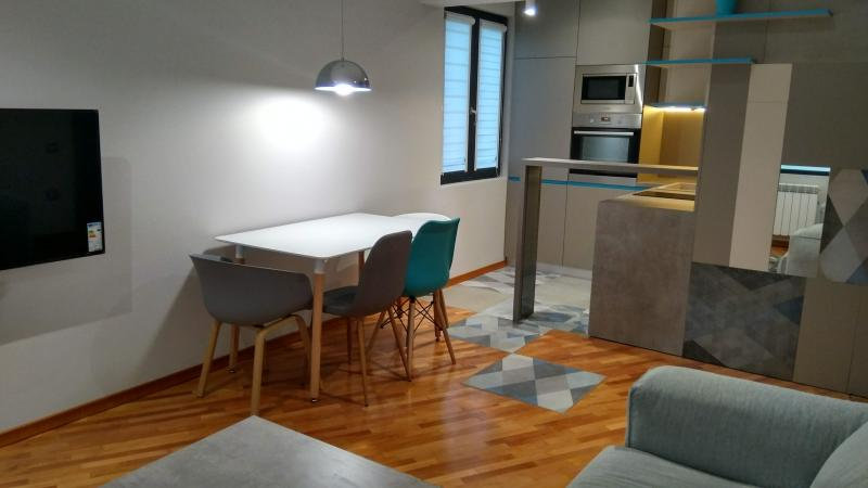 Двустаен луксозно обзаведен апартамент, кв. Изток, 50m2 - RD-1344