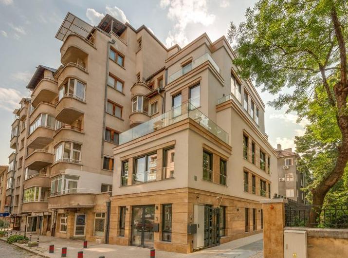 Цяла сграда за продажба в идеален Център, София