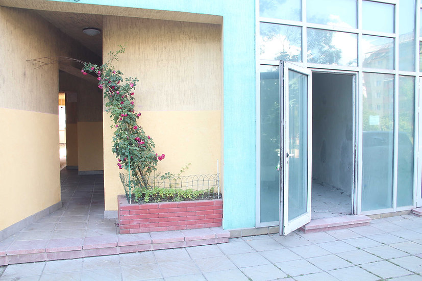 Магазин/офис за продажба в жилищна сграда в ж.к. Сухата река, 30m2 - RD-757