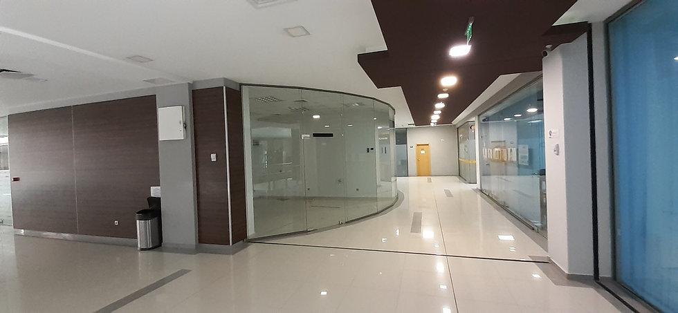 Офис (магазин) в бизнес сграда, кв. Младост 3, 35m2 - RD-640