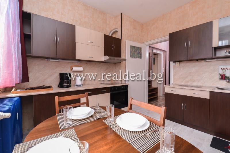 Тристаен апартамент (80м2) под наем в центъра на София - RD-1900