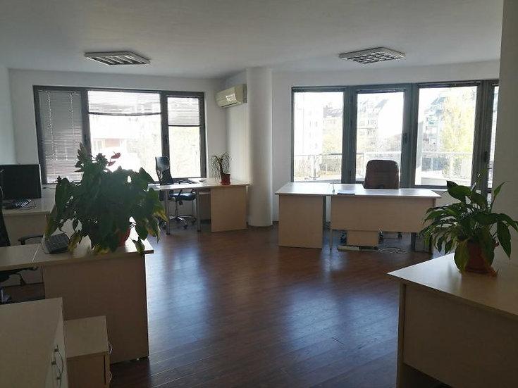 Обзаведен офис в офис сграда, кв. Стрелбище, 176m2
