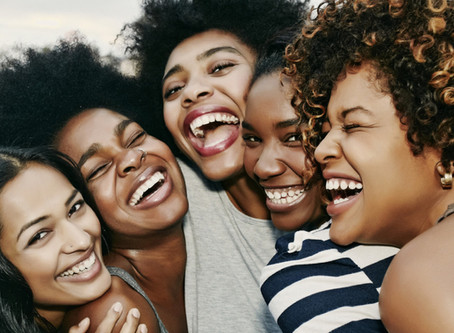 5 reasons why you should NOT drop your friends when you're in a relationship