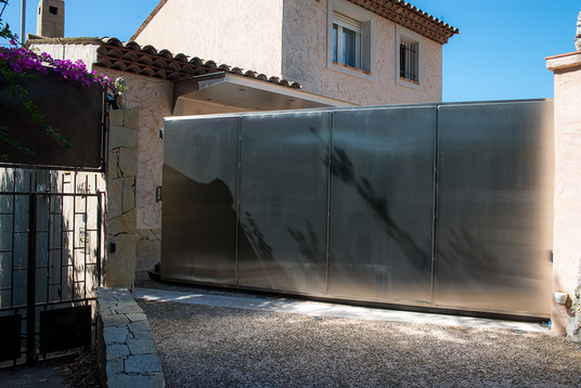 Portail inox, villa, sur mesure
