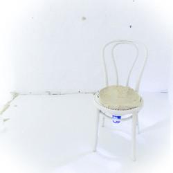 Zwischen den Stühlen