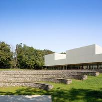 Espace scolaire et théâtre de verdure