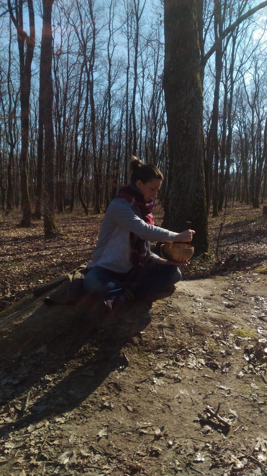 Jouer des bols dans la nature proche de Touloues. Un bonheur sans nom :) Merci à mon amie présente qui prend la photo par surprise.