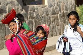 En famille à  Ollantaytambo dans la Vallée Sacrée