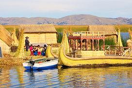 Iles Uros Lac titicaca agence de locale au pérou