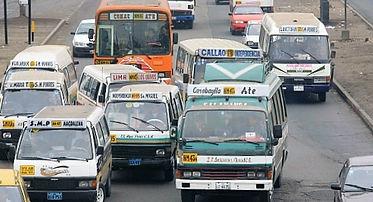 Transport au Pérou, bus, bateau, voiture, avion
